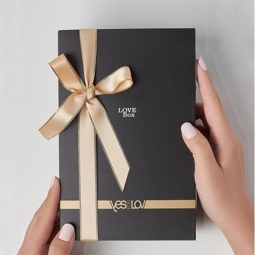 YESforLOV Love Box zestaw z kosmetykami i piórkiem
