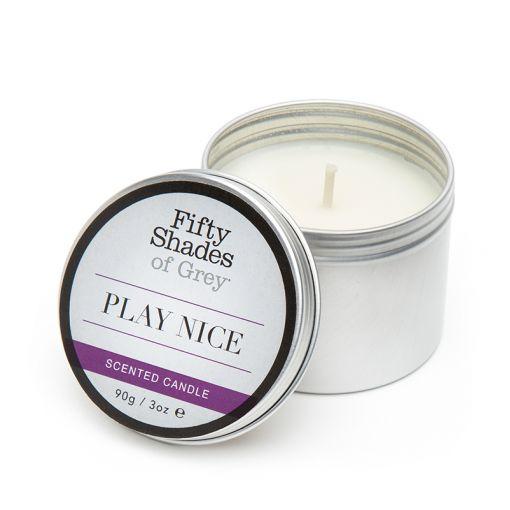 Fifty Shades of Grey Play Nice świeca zapachowa słodka wanilia - 90 g
