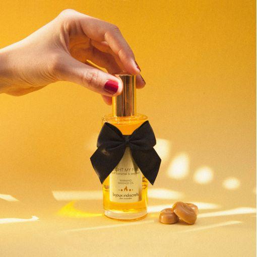 Bijoux Indiscrets Light My Fire rozgrzewający olejek do masażu karmel i sól morska 100 ml