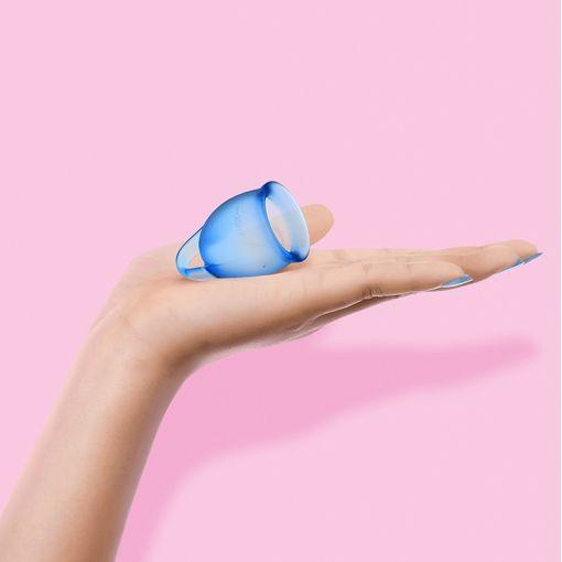 Satisfyer Feel Confident zestaw kubeczków menstruacyjnych niebieski - 15, 20 ml