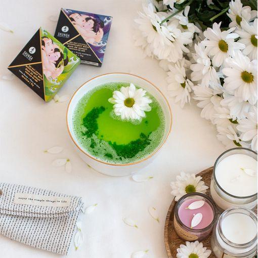 Shunga Moonlight Bath sól do kąpieli z afrodyzjakami zielona - kwiat lotosu - 75 g